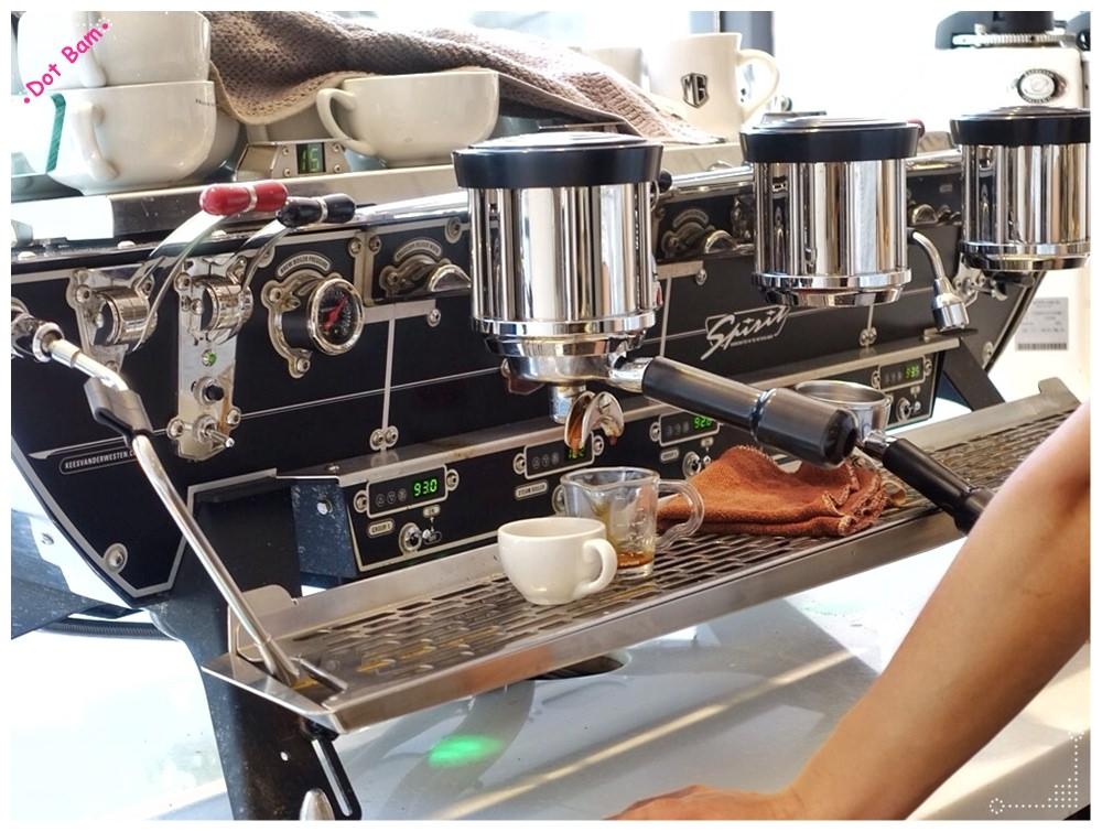 【Milkglider牛奶滑翔機 ⋈ 台北松山區 捷運中山國中站】二訪依舊迷人的拿鐵拉花,少女系彩紅千層回味無窮不限時咖啡廳 2.JPG