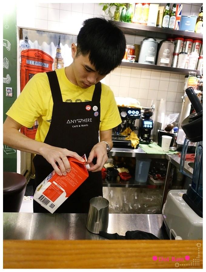 任意門旅行風咖啡館Anywhere Cafe %26; Travel 咖啡製作.JPG