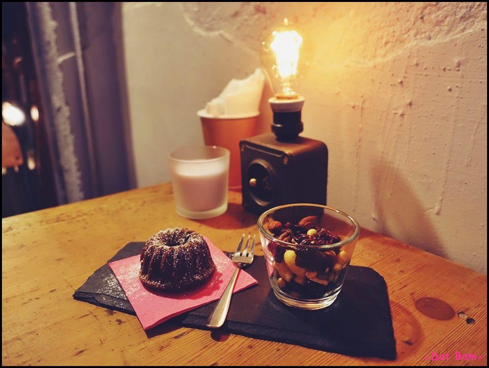 Congrats Café 黑豆豆磅蛋糕 2.JPG