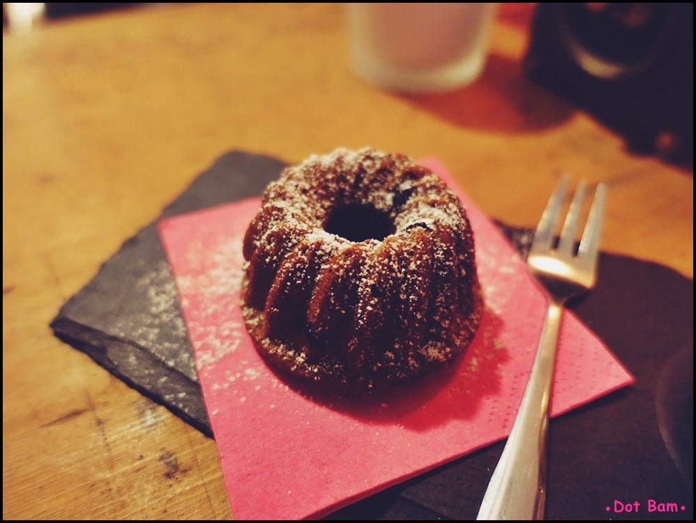 Congrats Café 黑豆豆磅蛋糕 3.JPG