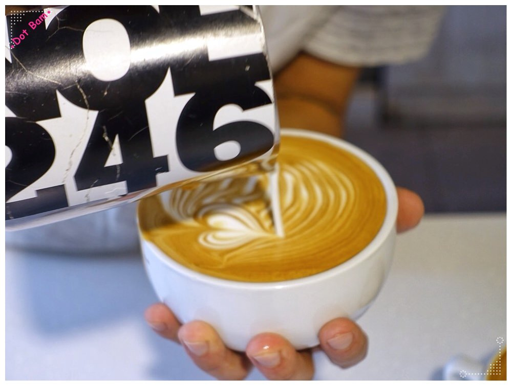 【Milkglider牛奶滑翔機 ⋈ 台北松山區 捷運中山國中站】二訪依舊迷人的拿鐵拉花,少女系彩紅千層回味無窮不限時咖啡廳 7.JPG