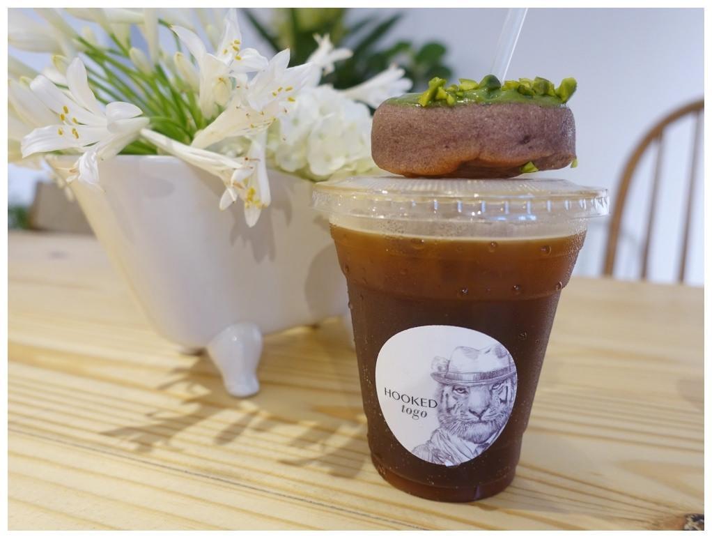 信義安和站咖啡廳|Hooked To Go著迷咖啡xTAMED FOX,適合夏日的荔枝氣泡咖啡及渲染系列星空甜圈、希臘優格