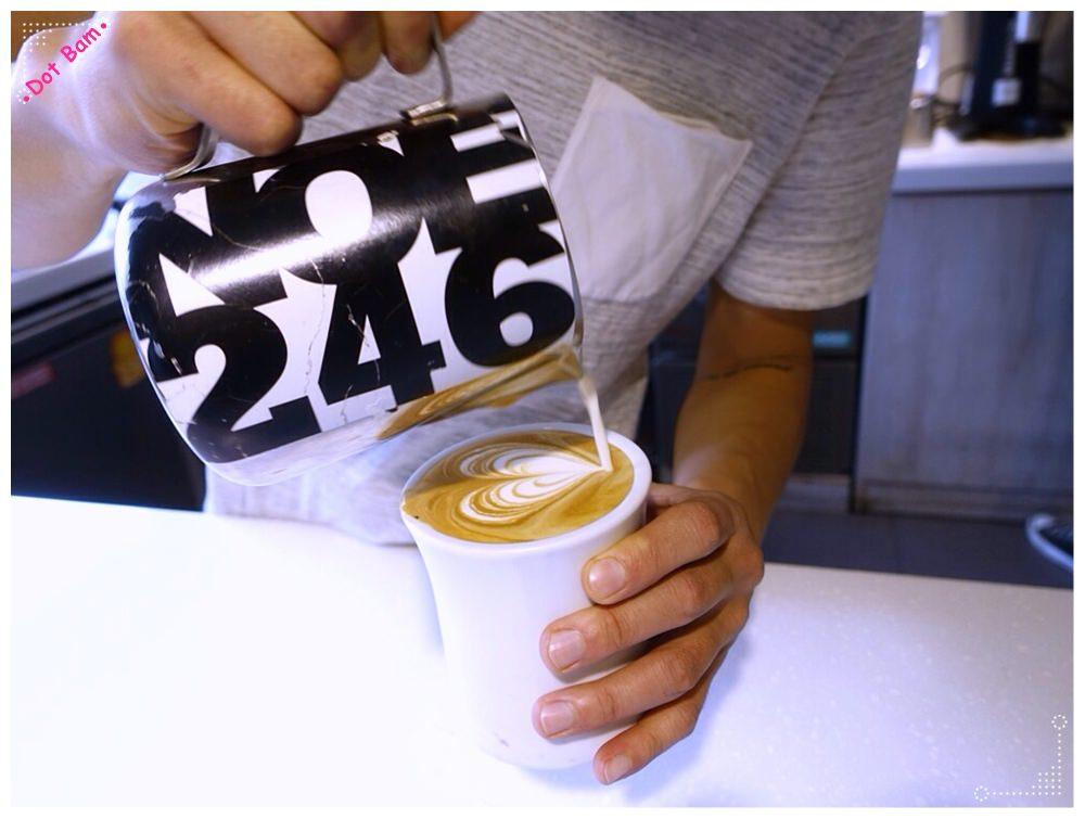 【Milkglider牛奶滑翔機 ⋈ 台北松山區 捷運中山國中站】二訪依舊迷人的拿鐵拉花,少女系彩紅千層回味無窮不限時咖啡廳 4.JPG