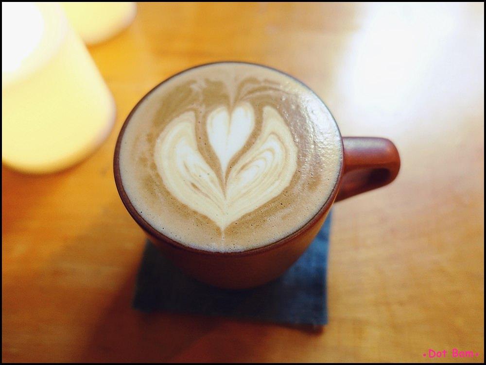 Congrats Café 芳香萬壽菊拿鐵 2.JPG