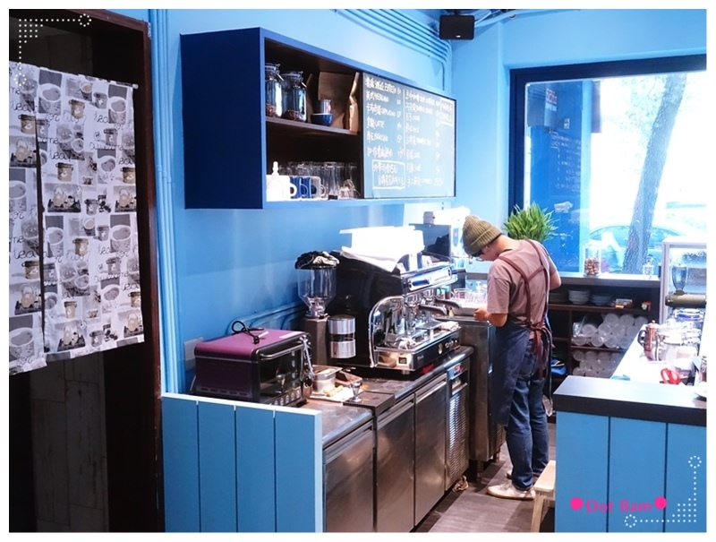52HZ COFFEE BAR 吧檯 2.JPG