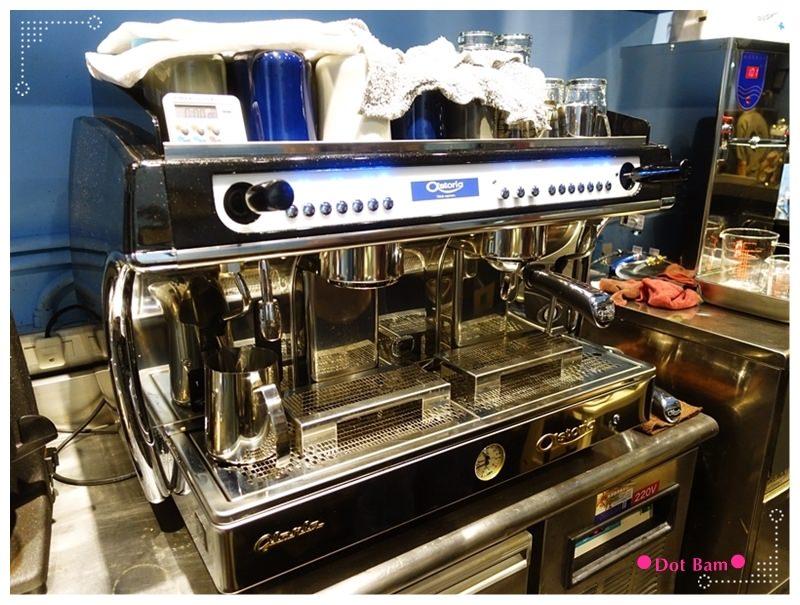 52HZ COFFEE BAR 吧檯.JPG
