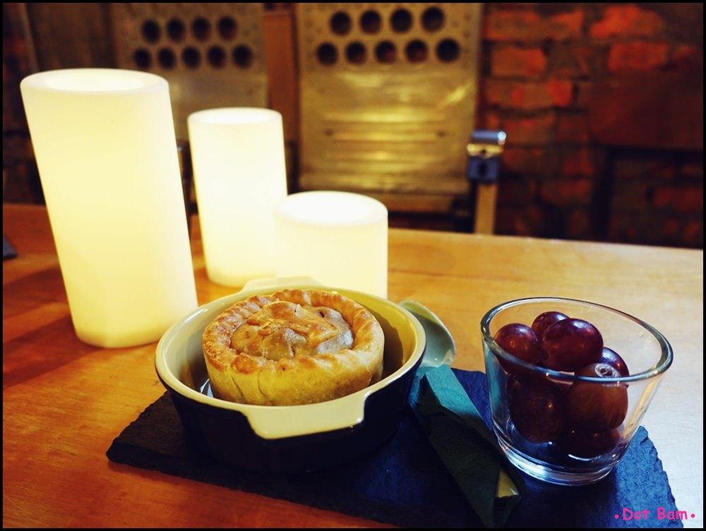 Congrats Café 肉派.JPG