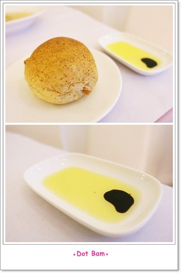 雨菓西餐 餐前麵包.jpg