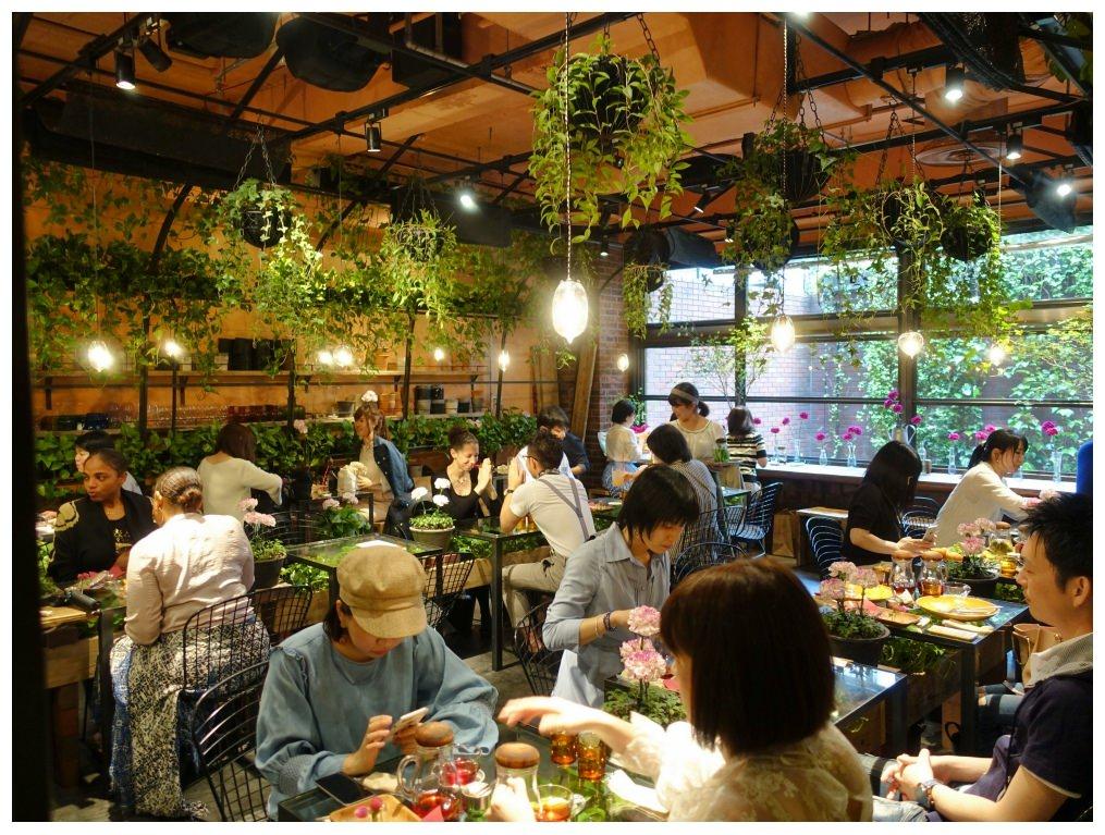 6080aoyamaflowermarket_dotbam.jpg
