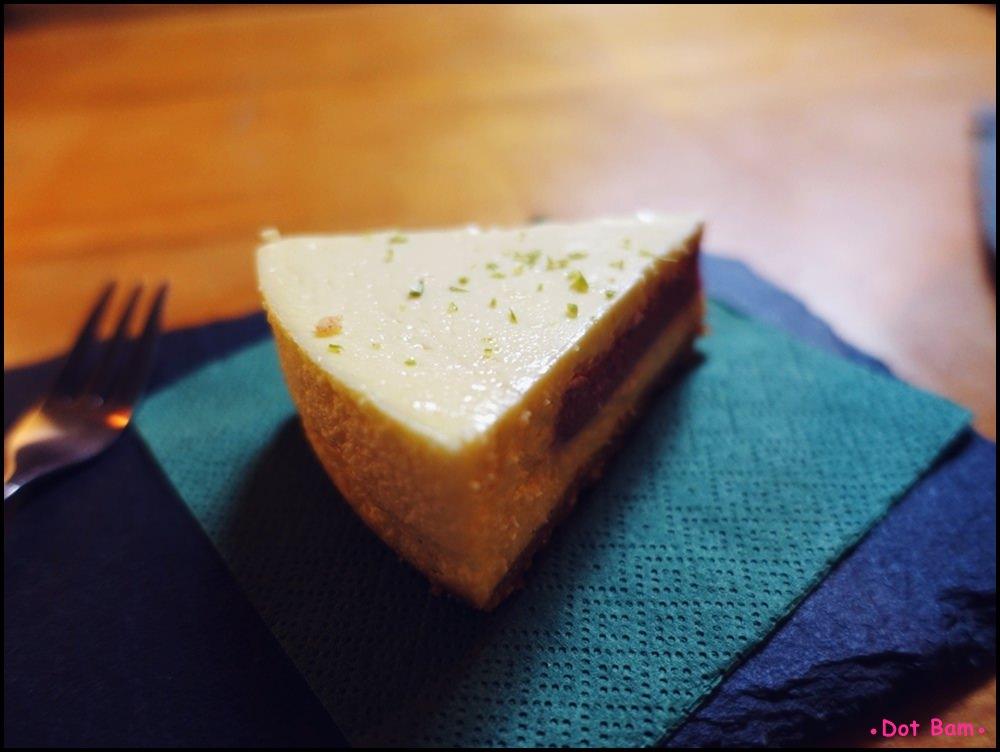 Congrats Café 覆盆莓起司蛋糕 2.JPG
