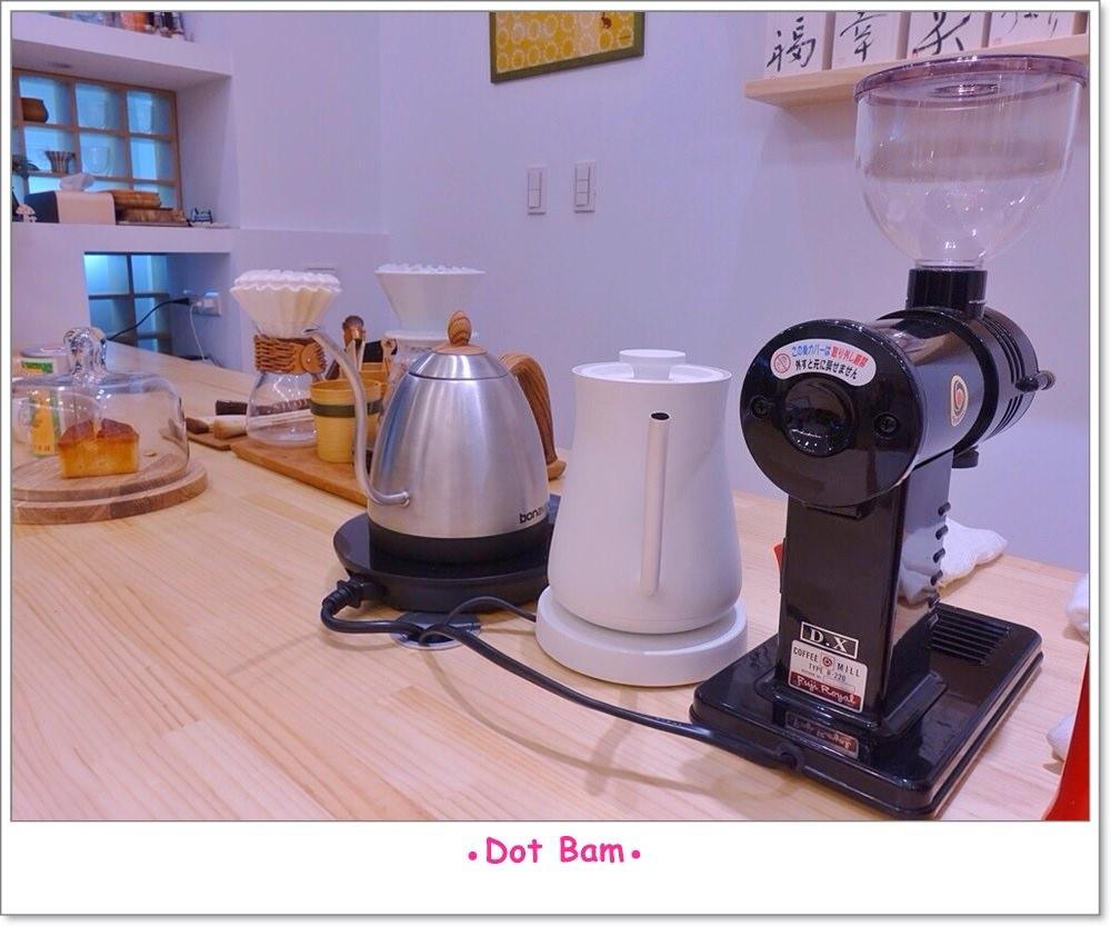 Moli衣裝●咖啡●日常 店內 11.JPG
