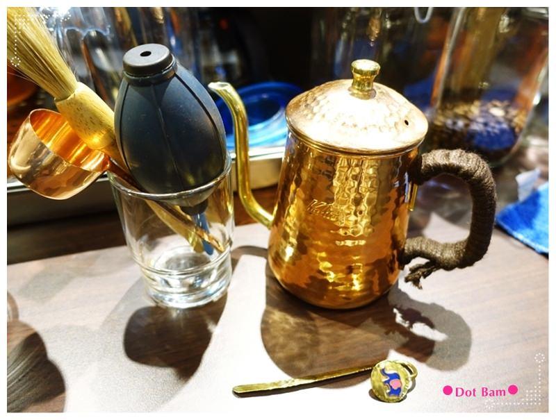 52HZ COFFEE BAR 手沖器材2.JPG