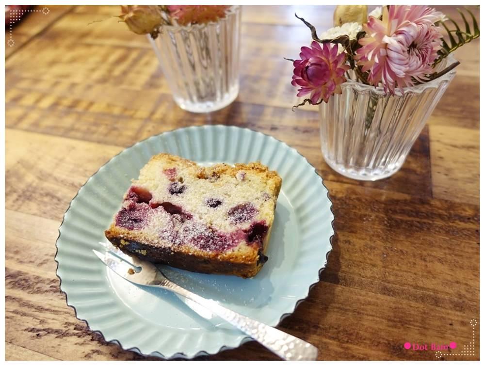 黑鳶 莓果奶酥蛋糕.JPG