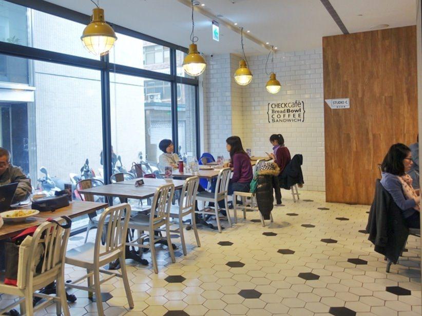 【雀客咖啡】工業風潮流旅店結合咖啡廳,簡約設計及良好採光的用餐空間,中山區美食,捷運行天宮站 5.jpg