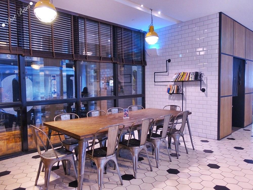 【雀客咖啡】工業風潮流旅店結合咖啡廳,簡約設計及良好採光的用餐空間,中山區美食,捷運行天宮站 9.jpg