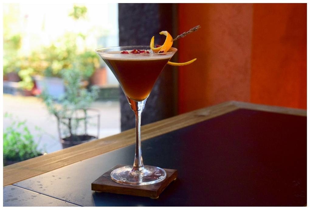 台北松山區酒吧|OriginBAR 源,大份量餐點搭配調酒,在如同家氛圍輕鬆小酌。 捷運小巨蛋站